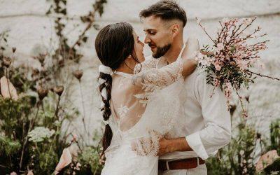 """""""Cave of Love"""", una boda íntima, sencilla y llena de locura"""